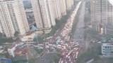 Hà Nội: Mưa lớn gây tắc đường cục bộ ngay ngày đầu tuần học sinh đi học