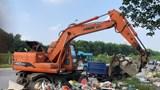 """Thu gom gần 200 tấn rác trên Đại lộ Thăng Long: Liệu có """"ném đá ao bèo""""?"""
