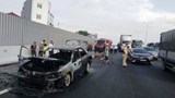 Xế hộp cháy ngùn ngụt trên cao tốc, 4 người thoát chết ngoạn mục