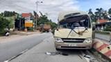 Tai nạn giao thông mới nhất hôm nay 18/9: Xe tải lùi va trúng xe khách, 2 người bị thương nặng