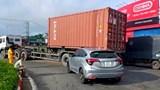 Xe đầu kéo va chạm xe con, cao tốc TP Hồ Chí Minh – Trung Lương tê liệt