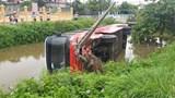 Hải Phòng: Xe khách lao xuống mương nước, 3 người may mắn thoát chết