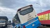 Tai nạn giao thông mới nhất hôm nay 23/9: Xe khách tông chết người rồi chạy trên dải phân cách