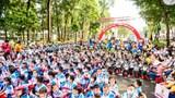 Hơn 1.500 học sinh đi bộ vận động đội mũ bảo hiểm cho trẻ em