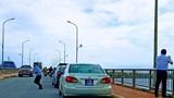 Đoàn xe biển xanh dừng trên cầu Nhật Lệ 1: Thứ trưởng Bộ Xây dựng xin lỗi