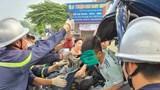 Hà Nội: Cảnh sát cưa ca bin cứu nam tài xế mắc kẹt sau tai nạn