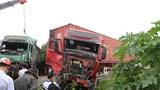 """Hà Tĩnh: Xe """"hổ vồ"""" đấu đầu xe container, 2 tài xế may mắn thoát chết"""