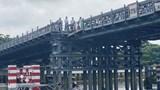 Chưa kịp thông xe, cầu sắt An Phú Đông đã bị xà lan đâm sụp mố cầu
