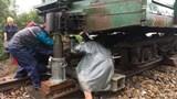 Đường sắt xói lở, tàu trật bánh, đứt toa ở Quảng Trị