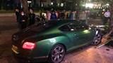 Hà Nội: Siêu xe Bentley 25 tỷ đồng nát đầu sau cú tông mạnh