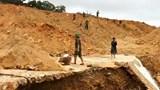 Dùng mìn phá đá thông đường vào khu vực công nhân đang mất tích ở Rào Trăng 3