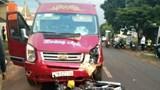 Xe khách và xe máy đấu đầu khiến một người tử vong tại chỗ
