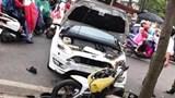 Đạp nhầm chân ga khiến ô tô lao thẳng vào học viên cảnh sát