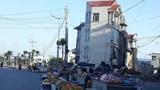 [Bạn đọc viết] Lòng đường biến thành nơi họp chợ