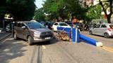 Hải Phòng: Người đàn ông điều khiển xe ba bánh chở tôn cấp cứu sau va chạm ô tô