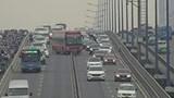 Xe khách tông dải phân cách, cầu Sài Gòn tê liệt