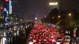 """Hà Nội: Nhiều tuyến đường ùn tắc, người tham gia giao thông """"chôn chân"""" trên đường"""