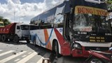 Tai nạn giao thông mới nhất hôm nay 21/11: Xe khách đâm xe tải chở đất, hành khách hoảng loạn