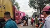 Nữ tài xế xe máy tử vong thương tâm dưới bánh xe container