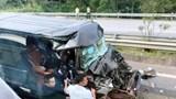 Xe khách 16 chỗ tông xe đầu kéo trên cao tốc, ít nhất 8 người nhập viện cấp cứu