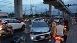 Ô tô đâm nát nhiều xe máy, 3 người bị thương nặng
