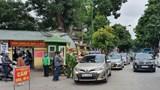 Taxi vẫn gây cản trở giao thông trước cổng Bệnh viện 108