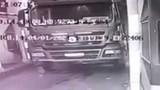Chui xuống gầm để sửa xe, tài xế bị cán qua người tử vong thương tâm