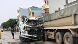 Ninh Bình: 2 ô tô đối đấu khiến 4 người bị thương