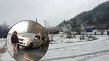 [Clip] Sự cố ô tô trượt bánh, lùi tự do trên băng tuyết