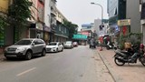 [Điểm nóng giao thông] Ô tô chiếm dụng lòng đường phố Chùa Quỳnh