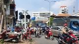 TP Hồ Chí Minh: Thấy tàu hỏa sắp tới, nam shipper vẫn cố băng ngang và bị kéo lê