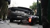 Hà Nội: Ô tô gây tai nạn khiến lái xe Grab bị thương nặng