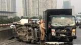 Hà Nội: Xe con biến dạng sau va chạm với ô tô tải