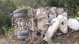 Quảng Bình: Lật xe bồn, tài xế tử vong tại chỗ
