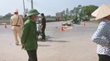 Xe máy va chạm ô tô khiến 1 người tử vong trưa mùng 2 Tết