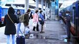 Hàng loạt chuyến tàu Tết ngừng hoạt động, khách đã mua vé phải làm sao?