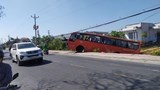 Tai nạn giao thông mới nhất ngày 20/2: Xe chở 25 công nhân tông trụ điện, tài xế tử vong tại chỗ