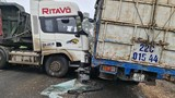 Phú Thọ: Va chạm giữa xe tải và xe đầu kéo giao thông ùn tắc