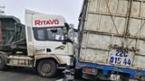 Tai nạn giao thông mới nhất hôm nay 24/2: Va chạm giữa ô tô tải và xe đầu kéo gây ùn tắc nghiêm trọng