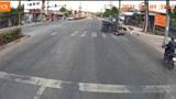 Bình Dương: Vượt đèn đỏ, xe máy tông lật xe ba gác