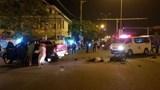 Xe máy va chạm ô tô bán tải khiến 3 người thương vong