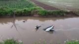 Phát hiện hai người tử vong cạnh chiếc xe máy dưới lòng kênh