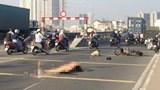 Tai nạn giao thông mới nhất hôm nay 11/3: Con gái ngã quỵ bên thi thể cha bị xe đầu kéo cán trúng