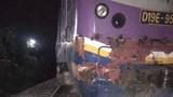 Đầu máy trật bánh, đường sắt ách tắc sau tai nạn với xe container