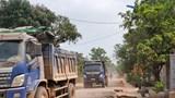 """Thừa Thiên Huế: Xe tải """"băm nát"""" tỉnh lộ, nguy cơ tai nạn giao thông rình rập"""