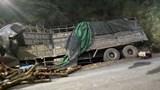 Xe tải lao vào taluy dương khiến ít nhất 6 người tử vong