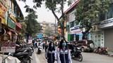 Hàng quán đua nhau lấn chiếm vỉa hè, lòng đường Hà Nội