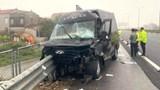 Tai nạn giao thông mới nhất hôm nay 26/3: Xe limousine lao vào dải phân cách