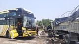 Xe tải tông trực diện xe khách, tài xế bị thương nặng