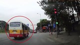 Hà Nội: Tài xế xe buýt bị phạt 4 triệu đồng do vượt đèn đỏ từ tin báo trên facebook